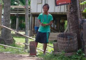 Ponh, enfant trisomique de Don Det et son karaoké fait maison