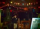 Craky Guéko, notre cantine: lanternes, échecs, dominos, hamac, lit suspendu....