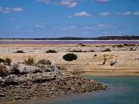 Lacs rose, blanc et bleu sur la route de Quobba Station