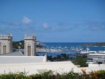 Vue de l'auberge de jeunesse, cathédrale et port de nouméa