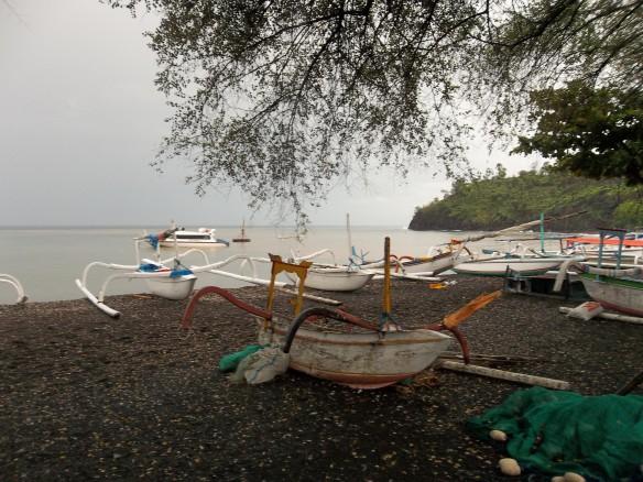 Ahmed et sa plage de sable noir