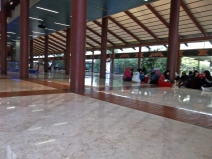 Aéroport de Jakarta...il manquait juste les chaises!