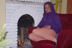 Carina, rencontrée au Hill View, au coin du feu
