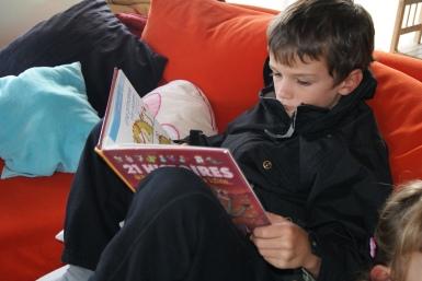 Maceo retrouve des BD en français