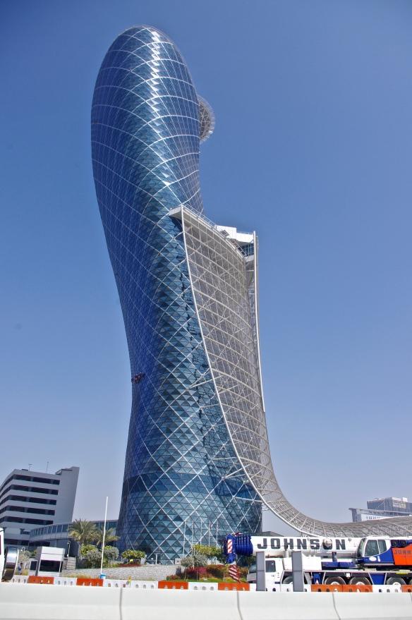 Tour penchée, Abu Dhabi