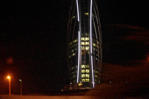 Tour en forme de pièce, Abu Dhabi